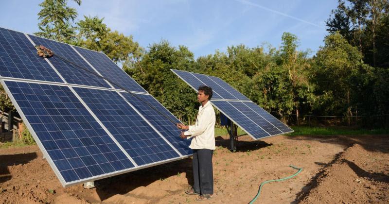 सौर ऊर्जा की मुहिम को लगा झटका, फिर भी सरकार ने कहा – हौसले हैं बुलंद