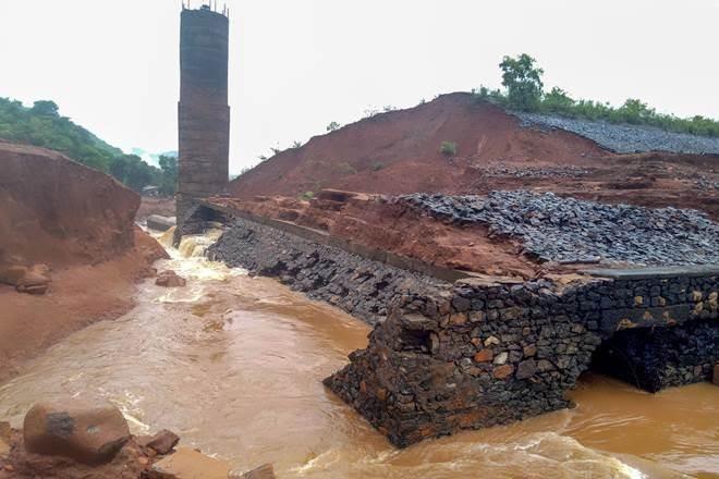 मॉनसून 2019: डूबती मुंबई, पानी को तरसता देश