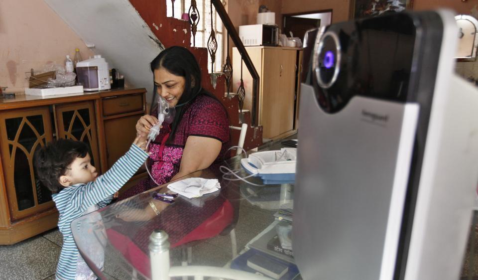दिल्ली में सांस लेना मुश्किल, AQI पहुंचा 999 पर