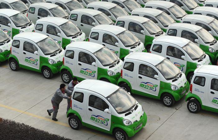 चीन: बैटरी कार चलाओ, पैसे कमाओ