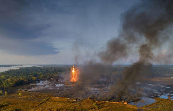 असम: ऑइल इंडिया के कुंएं में लगी आग से भीषण तबाही