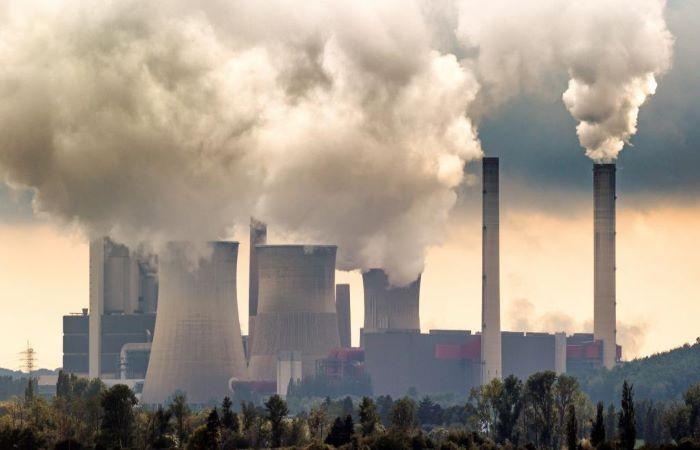 सरकार ने कोयला बिजलीघरों के प्रदूषण मानकों को ढीला किया