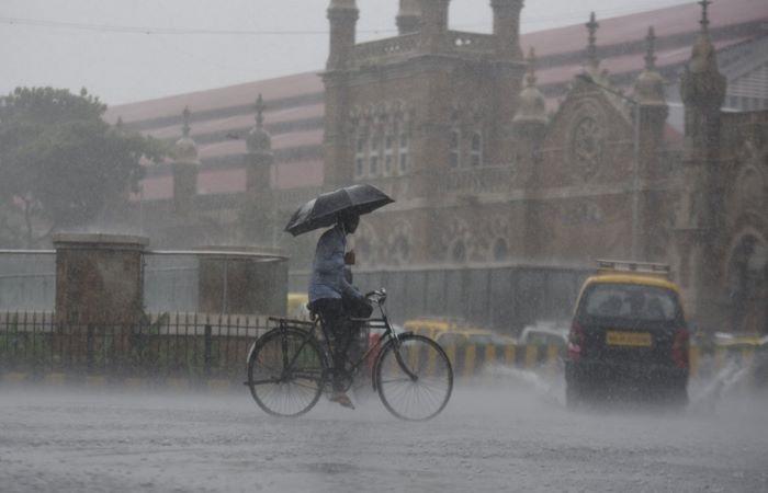 बरसात से मुंबई फिर अस्त-व्यस्त