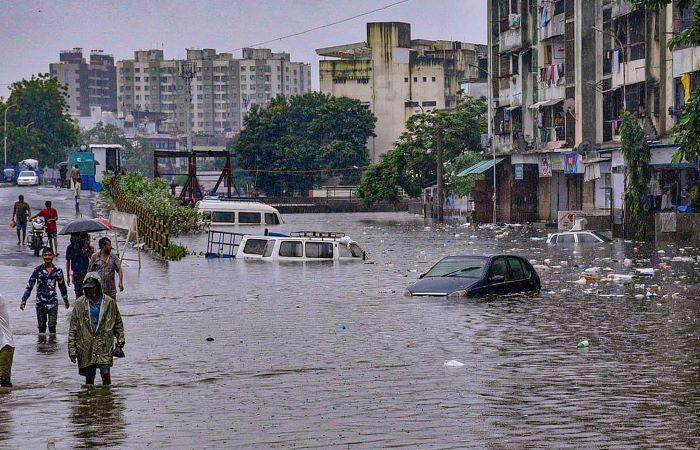 बाढ़, आपदा के बाद अब मॉनसून की वापसी शुरू