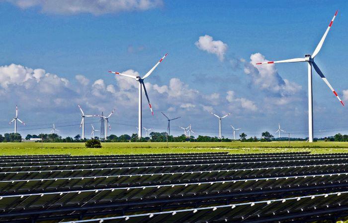 पवन-सौर हाइब्रिड क्षमता 2023 तक होगी 11.7 GW