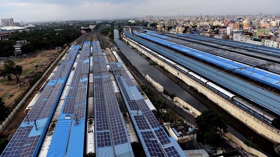 रेलवे ट्रैक के साथ-साथ बनेंगे सोलर पावर प्लांट
