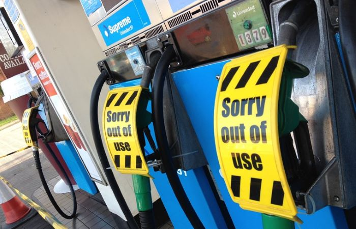 ब्रिटेन में पेट्रोल/डीजल होने वाला है बे'कार'!
