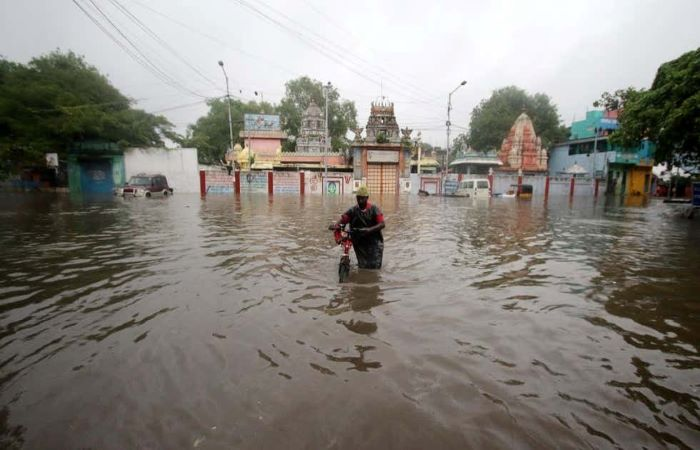 चक्रवाती तूफान निवार के कारण पूर्वी तट पर भारी बारिश