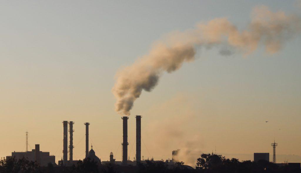 कोयला जला रही फैक्ट्रियां मुंबई की हवा में बढ़ा रही हैं प्रदूषण