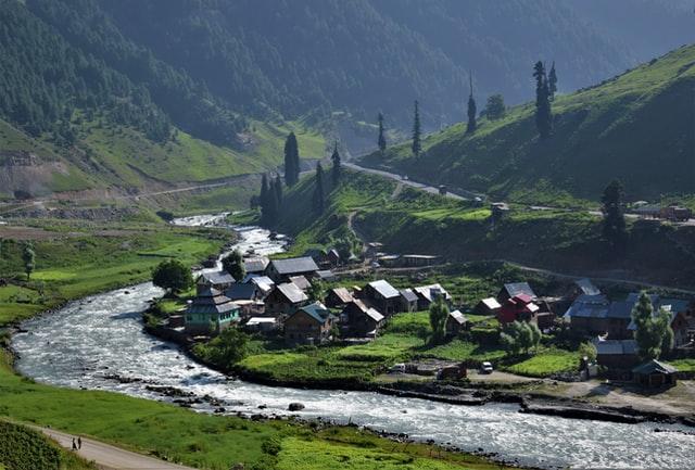 जम्मू-कश्मीर: दो विरोधाभासी कानून के साथ लागू होने से वन-अधिकार को लेकर धुंधलाती तस्वीर