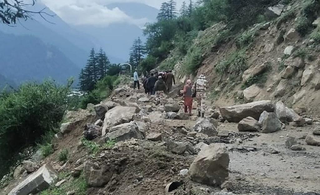 पहाड़ी दरकने की घटना में हिमाचल के किन्नौर में 9 पर्यटकों की मौत