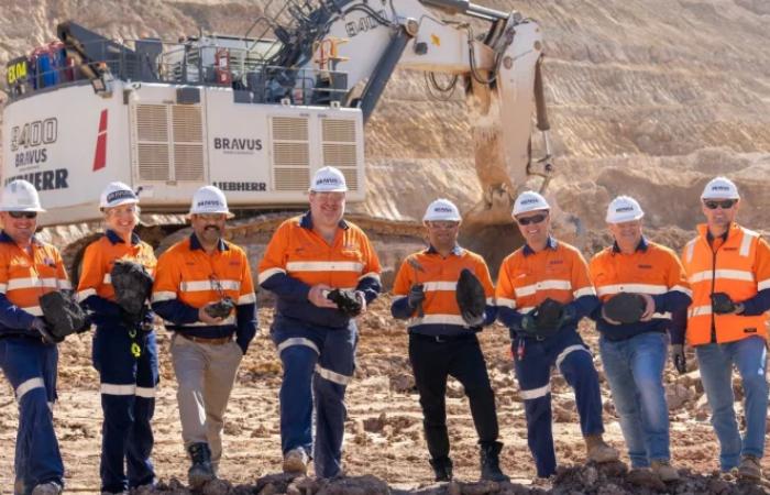 अडानी ग्रुप ने ऑस्ट्रेलिया में कोयला खनन शुरू किया, इसी साल भारत को भी निर्यात