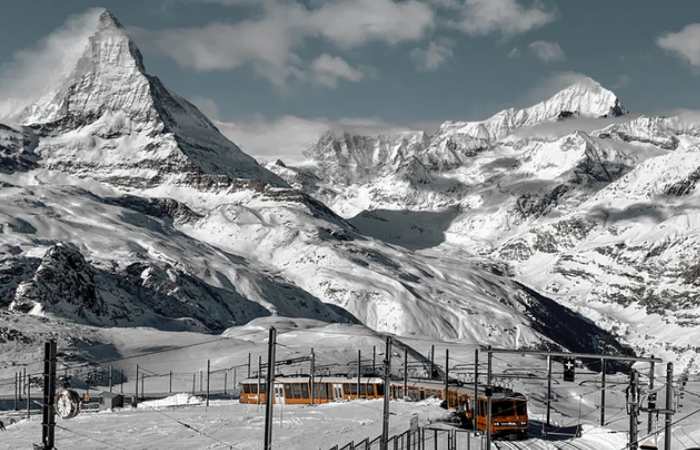 स्विस आल्प्स में जलवायु परिवर्तन के कारण बनी 1,000 से अधिक झीलें