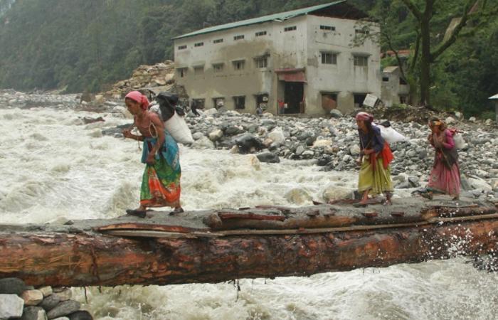 उत्तराखंड: दरक रहे हैं हिमालय के सैकड़ों गांव