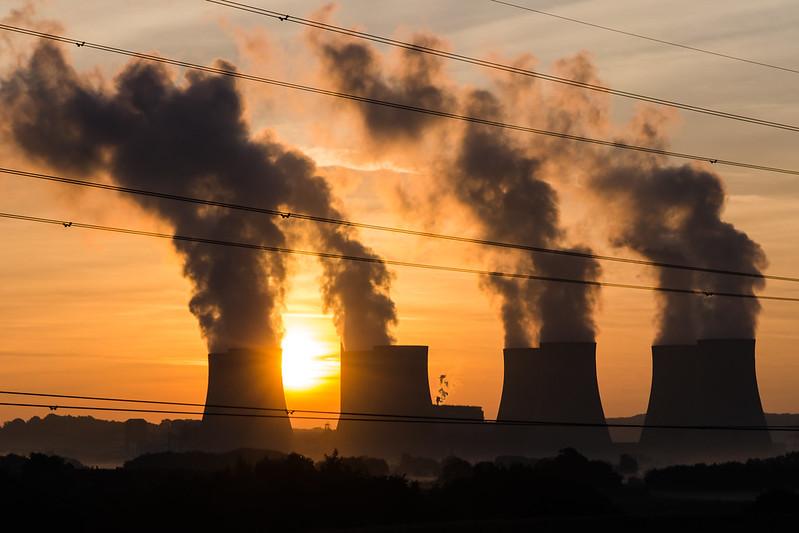 सरकारों के जीवाश्म ईंधन उत्पादन के इरादे 1.5°C के वादे से मेल नहीं खाते